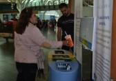 机场智能分类垃圾桶成网红了