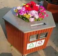 海口车站新换花盆分类垃圾桶 倡导环保理念
