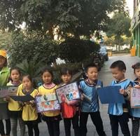 绘海报、走社区 杭州伢儿们挨家挨户宣传环保理念