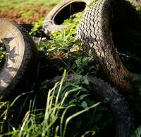 废弃垃圾污染环境图片