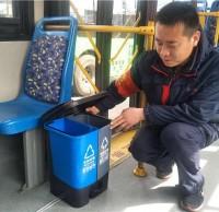 公交车分类垃圾箱来了,青岛垃圾分类步入新台阶