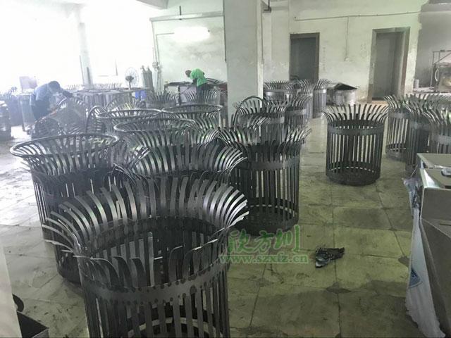 花篮式垃圾桶工厂生产图